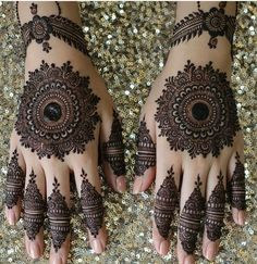 Mehndi henna designs are always searchable by Pakistani women and girls. Women, girls and also kids apply henna on their hands, feet and also on neck to look more gorgeous and traditional. Henna Hand Designs, Dulhan Mehndi Designs, Mehandi Designs, Circle Mehndi Designs, Round Mehndi Design, Mehndi Designs Finger, Modern Mehndi Designs, Mehndi Designs For Beginners, Mehndi Designs For Girls
