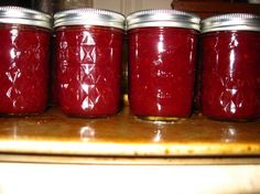 christmas jam. cranberries, orange, strawberries. Makes 6 half pints. Perfect for gifts for the neighbors.