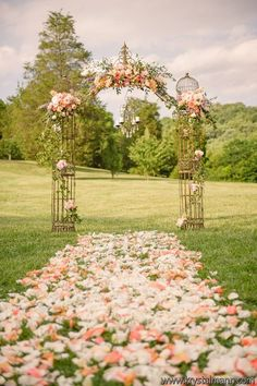 Classic, natural, sophisticated, soft colored flowers in the meadow @Cedarwood Weddings | Krystal Mann Photography