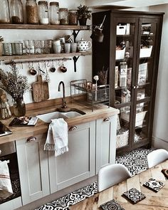 45 Best Vintage Kitchen Design Ideas to Impress Your Guests - KüchenDekoration Boho Kitchen, Rustic Kitchen, New Kitchen, Vintage Kitchen, Kitchen Ideas, Kitchen Yellow, Eclectic Kitchen, Kitchen Black, Shaker Kitchen