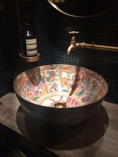 Amazing Restaurant Bathroom Ideas For Visitors To Feel Comfortable Restaurant Bad, Restaurant Bathroom, Chinese Restaurant, Bathroom Layout, Bathroom Interior Design, Modern Bathroom, Bathroom Ideas, Bar Deco, Interior Minimalista