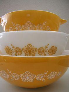 pyrex vintage bowls | Vintage Pyrex Bowls - yellow | Kitchen Love.