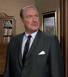 """Remembering Roy Roberts: March 19, 1906 - May 28, 1975 He was the second actor to portray Darrin's father on """"Bewitched"""". He also appeared on """"Petticoat Junction"""", """"The Beverly Hillbillies"""", """"Gunsmoke"""", """"The Lucy Show"""", etc.. He and his wife, Lillian, were married from 1947 until his passing. Petticoat Junction, The Beverly Hillbillies, Erin Murphy, Agnes Moorehead, Elizabeth Montgomery, Iconic Movies, Well Dressed Men, Man Humor, Favorite Tv Shows"""