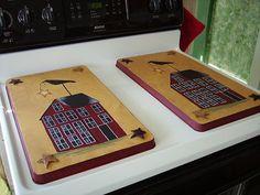 Gotta have these. Primitive Kitchen, Primitive Antiques, Primitive Crafts, Country Primitive, Vintage Country, Country Decor, Stove Burner Covers, Saltbox Houses, Cool Kitchen Gadgets
