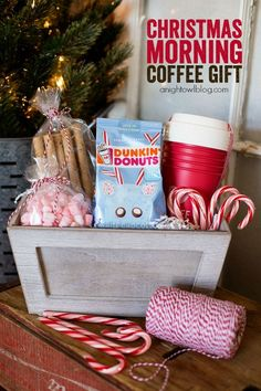 Give the gift of coffee with this adorable Christmas Morning Coffee Gift Basket! Give the gift of coffee with this adorable Christmas Morning Coffee Gift Basket! Best Christmas Gift Baskets, Neighbor Christmas Gifts, Easy Diy Christmas Gifts, Family Christmas Gifts, Christmas Morning, Xmas Gifts, Christmas Fun, Christmas Coffee, Christmas Projects