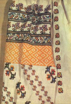 FolkCostume&Embroidery: Costume and Embroidery of Bukovyna, Ukraine, part 1 morshchanka Folk Embroidery, Shirt Embroidery, Learn Embroidery, Embroidery Stitches, Embroidery Patterns, Cross Stitch Patterns, Machine Embroidery, Scrapbook Room Organization, Antique Quilts