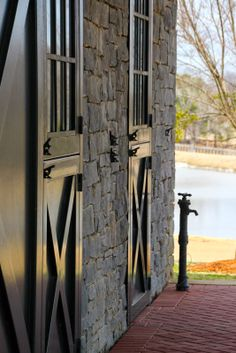 Gorgeous stone stable & doors best of Equestrian Style Dream Stables, Dream Barn, Horse Ranch, Farm Barn, Stone Barns, Horse Stalls, Cottage, Barn Plans, Equestrian Style