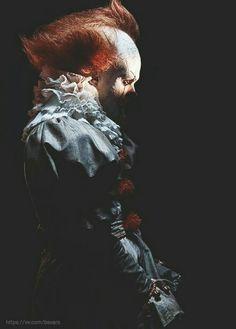 Pennywisssssseeee #IT2017 #BillSkarsgård ❤️ #clowns #dancingclown