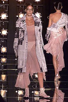 Christian Dior Fall 2000 Ready-to-Wear Fashion Show - Carolina Bittencourt, John Galliano