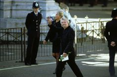 Richard Branson at Funeral of Diana, Princess of Wales - Arriving at Westminster Abbey, gives a wave and holds a white rose. Get premium, high resolution news photos at Getty Images Princess Diana Funeral, Royal Family Trees, English Royal Family, Diana Fashion, English Royalty, Richard Branson, Westminster Abbey, Lady Diana, Princess Of Wales