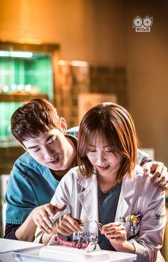 Lee Sung Kyung Doctors, Emergency Couple, Seo Hyun Jin, Gigi Hadid And Zayn, Medical Photography, Romantic Doctor, Korean Drama Romance, Girl Doctor, Yoo Yeon Seok