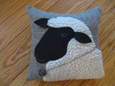 Woolly Sheep Pillow Primitive Folk Art Handmade by Justplainfolk Sheep Crafts, Felt Crafts, Fabric Crafts, Sewing Crafts, Sewing Projects, Applique Cushions, Wool Applique Patterns, Felt Applique, Primitive Folk Art