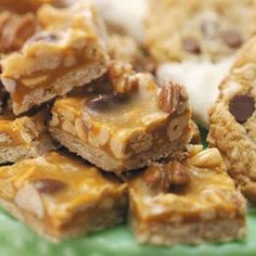 Mixed Nut Bars - Sweet and Salty mixed nut bars…my hubs loves these, but they are so expensive to buy at the store - Yummy Treats, Delicious Desserts, Sweet Treats, Yummy Appetizers, Yummy Snacks, Easy Desserts, Cookie Recipes, Dessert Recipes, Bar Recipes