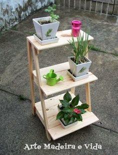 escada madeira floreira