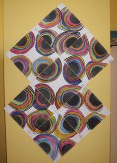 - Demi-cercles peints à l'encre noire sur chaque côté de la feuille carrée (fait par l'enseignante) - Tracer des ponts au coton-tige + encre noire qui passent au-dessus des demi-cercles... comme un arc-en-ciel... - Peindre entre chaque pont, toujours au coton-tige + encre Circle Painting, Painting For Kids, Kindergarten Art Projects, School Projects, Form Drawing, Ecole Art, Creative Kids, Art Plastique, Art Auction