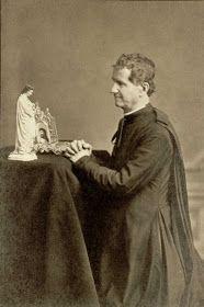 Foto de Don Bosco rezando a María