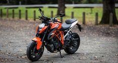 KTM's 1290 Super Duke R falls mercifully short of expectations – Online Pin Page Duke Motorcycle, Duke Bike, Ktm Duke, Ktm Super Duke, Ganesh Photo, Ktm Motorcycles, Joker Face, A Funny Thing Happened, Black Background Images