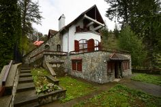Le Chalet des Rêves - Sinaia, Romania Beautifully located in Sinaia, one of Romania's most famous mountain resorts, Le Chalet des Rêves is an elegant alpine house with glorious mountain views and. Alpine House, Visit Romania, Ski Chalet, Mountain Resort, Living Room With Fireplace, Double Bedroom, Beautiful Space, Great Places, Amazing Places
