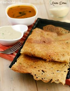 Rawa Dosa An easy to make counterpart of the traditional dosa! these crisp dosas are made with a batter of semolina and buttermilk. Since the batter does not have to be fermented for long, this is an ideal dish to serve the sudden guest! Veg Recipes, Indian Food Recipes, Snack Recipes, Cooking Recipes, Starter Recipes, Dinner Recipes, Indian Foods, Indian Snacks, Flour Recipes