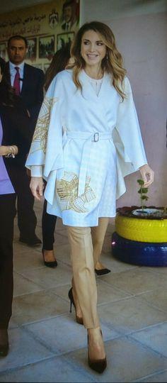 ♔♛Queen Rania of Jordan♔♛. Queen Rania, Queen Letizia, Jordan Fashions, Her Majesty The Queen, Street Look, Royal Fashion, Style Icons, Casual Wear, Jordans
