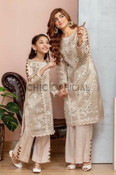 Girls Dresses Sewing, Stylish Dresses For Girls, Frocks For Girls, Dresses Kids Girl, Pakistani Kids Dresses, Indian Fashion Dresses, Pakistani Dress Design, Shadi Dresses, Pakistani Outfits