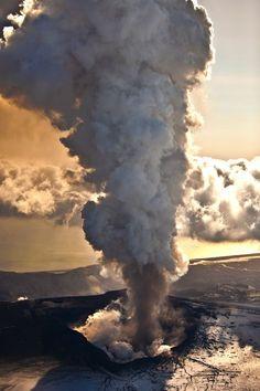 Eyjafjallajökull eruption, Iceland (by Ragnar TH)