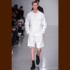 Lou Dalton Spring/Summer 2014    #FashionForwardMenswearWinner Lou Dalton presented her #Spring_Summer2014 collection during #LondonCollectionsMen, paying homage to the #BritishRoyalAirForce.    #FashionablyMale #estudi_de_JoaoChaloemponn #eJC #鎏天佑工作室 #XCLUSIV4eJC #els_homes_vestits_d_eJC #photography #fashion #man #men #male #model #digits #menswear #attires #lookbook #showcase #collection #campaign #artwork #JUL2013 #he_forces_me_seeing_his_sexual_hotness #ipad #keepcalm #squaready…
