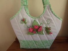 Embroider This Charming Purse On Crisp White Linen With Contrasting Fresh Green Fabric For The Handles. You Will Enjoy Making The Delicate Pink Free Standing Organza Rosebuds, And Leaves. Embroidery Services, Embroidery Software, Embroidery Thread, Embroidery Ideas, Machine Embroidery Projects, Free Machine Embroidery Designs, Sewing Appliques, Rose Buds, Sewing Projects