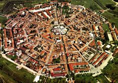 Borghi curiosi in Europa - Palmanova, Italia Star Fort, City From Above, Birds Eye View, Travel And Tourism, Beautiful World, The Good Place, City Photo, Places To Go, Google Search
