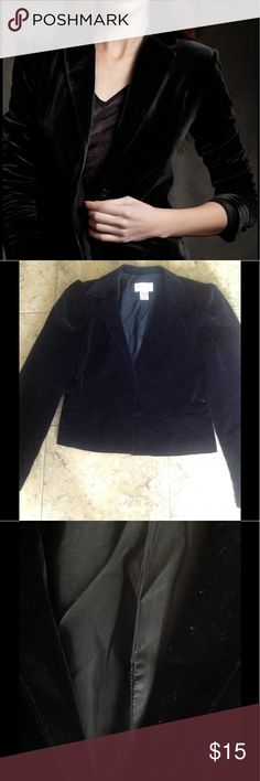 🐼🐼🐼🐼Viewpoint by Brooks Blazer🐼🐼🐼🐼 🐼🐼🐼🐼A gorgeous black velvet blazer.There is one front button and two pockets. It's a very lovely blazer with one flaw. Pictured in the second pic you will notice a small part of the stitching is loose. Other than that it's in great condition.🐼🐼🐼🐼 Viewpoint by Brooks Tops