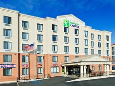New York (NY) Holiday Inn Express Staten Island West United States, North America Stop at Holiday Inn Express Staten Island West to discover the wonders of New York (NY). Featuring a complete list of amenities, guests will find their stay at the property a comfortable one. Service-minded staff will welcome and guide you at the Holiday Inn Express Staten Island West. Guestrooms are designed to provide an optimal level of comfort with welcoming decor and some offering convenient...