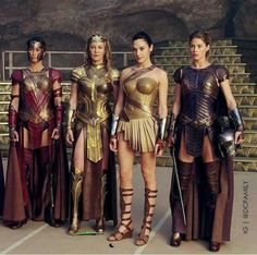 Former Victoria's Secret Angel Doutzen Kroes had a small role in Wonder Woman where she plays Venelia the right hand of Queen Hippolyta and one Gal Gadot Wonder Woman, Wonder Woman Movie, Wonder Woman Cosplay, Wonder Woman Costumes, Warrior Girl, Warrior Princess, Warrior Women, Marvel Dc, Amazonian Warrior