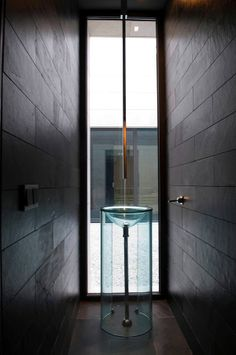 modernity (Familiar House in Marbella by A-cero) Restroom Design, Bathroom Interior Design, Modern Properties, Bathroom Design Inspiration, Bathroom Basin, Wet Rooms, Vanity Sink, Modern Bathroom, Master Bathroom