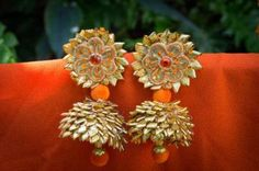 Looking for Gota jewellery? Browse of latest bridal photos, lehenga & jewelry designs, decor ideas, etc. Gota Patti Jewellery, Thread Jewellery, Fabric Jewelry, Flower Jewelry, Thread Bangles, Diy Jewellery, Bead Jewelry, Jewelery, India Jewelry