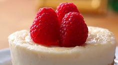 5 Minute Microwave Cheesecake Recipe - super easy to make. Microwave Cheesecake Recipe, Easy Tiramisu Recipe, Best Cheesecake, Cheesecake Recipes, Dessert Recipes, Banana Recipes, Vegan Recipes Easy, Hazelnut Cake, Micro Onde