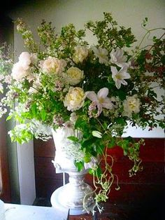 Something 'undone' and soft like this for the center of the escort card table