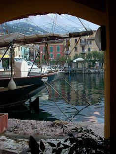 Attraverso riflessioni.- lago di garda ( Lake Garda ) Italy via flickr @GardaConcierge