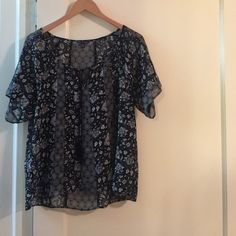 American Eagle Blouse Navy Tassel Paisley Size M American Eagle Outfitters Short Sleeved Blouse Navy and White Tassel Paisley Print Size M American Eagle Outfitters Tops Blouses