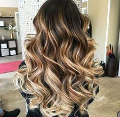 Balayage coloring is becoming more popular, it looks more natural than before! Ombre balayage The la Ombre Blond, Brown Ombre Hair, Ombre Hair Color, Hair Color Balayage, Hair Highlights, Short Ombre, Blonde Balayage, Auburn Balayage, Bayalage