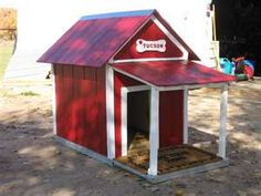 Wood / pallet, diy dog house. Porch on house