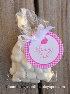 """Used this as inspiration for toddler Easter party treat.snack sized Ziploc with mini marshmallows. Covered top of bag w/ strip of pastel cardstock printed """"baby bunny tails"""" with a cutout bunny with glittered ears on it. maybe make homemade marshmallows Hoppy Easter, Easter Bunny, Easter Eggs, Easter Snacks, Easter Treats, Bunny Party, Easter Party, Holiday Fun, Holiday Crafts"""