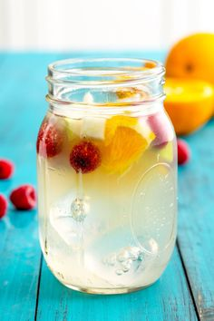 White sangria that's sweetened with lemonade? Now you never have to choose between your two favorite al fresco drinks again. Summertime Drinks, Summer Drinks, Cocktail Drinks, Easter Cocktails, Beach Party Drinks, Summer Sangria, Beach Cocktails, Healthy Cocktails, Brunch Drinks