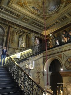 Kensington Palace: King's Staircase... this is leading up to the King's apartments.