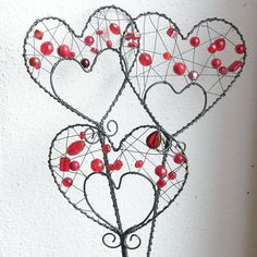 Řekni to - drátem. Wire Wrapped Jewelry, Wire Jewelry, Jewelry Art, Wire Crafts, Metal Crafts, Cat Flowers, Metal Garden Art, Heart Crafts, Art N Craft