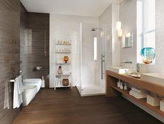 carrelage marron et mosaïque blanche brillante dans la salle de bains