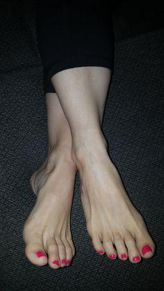 Beautiful Toes, Pretty Toes, Female Feet, Female Bodies, Feet Nails, Toenails, Pink Pedicure, Leg Pictures, Soft Feet