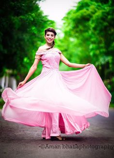 """Photo from album """"Wedding photography"""" posted by photographer Aman Bhatia Bridal Lehenga, Saree Wedding, Nice Dresses, Formal Dresses, Wedding Preparation, Ball Gowns, Cocktail, Wedding Photography, Beige"""
