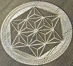 """Les 18 plus beaux agroglyphes ou """"crop circle"""" de 2012 en images"""
