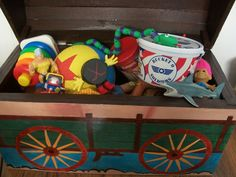 andy's toy chest toy story Toy Story Nursery, Toy Story Bedroom, Andys Room Toy Story, Monsters Inc Room, Toy Story Andy, Dibujos Toy Story, Toy Story Birthday, Toy Rooms, Disney Toys