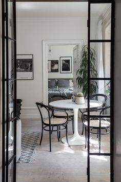 Dime qué mesa redonda tienes y te diré qué mix de sillas elegir - Arbeitsplatz Diy Interior, Kitchen Interior, Home Interior Design, Interior Architecture, Interior Modern, Dining Room Inspiration, Interior Inspiration, Design Inspiration, Deco Design